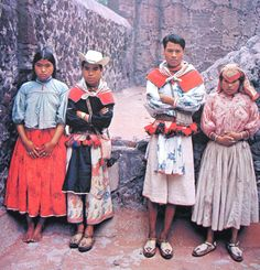 Jovens Huichol. Look at those awesome huaraches hand woven right there at its best.        BAM