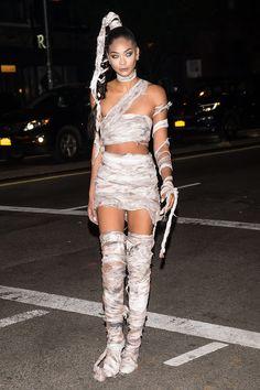 The 52 Best Celebrity Halloween Costumes of 2016 Chanel Iman Halloween Outfits, Halloween Diy Kostüm, Halloween Costumes For Girls, Costumes For Women, Halloween Makeup, Mummy Makeup, Women Halloween, Mummy Costume Women, Mummy Costumes