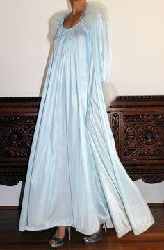 foto de White Satin Nightgown and White Satin Robe I love this