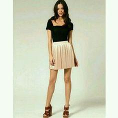 Rare Dresses & Skirts - Unworn Rare metallic pleated pink nude skirt US4
