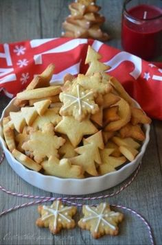 Shortbread biscuits with butter or butterbredele . it smells sweet Christmas - Noël Butter Shortbread Cookies, Shortbread Biscuits, Buttery Cookies, Cookies Et Biscuits, Sugar Cookie Recipe Easy, Easy Cookie Recipes, Cake Recipes, Yule, Fall Desserts