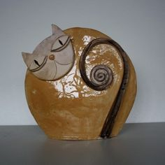 ceramic cat by Licida Vidal Pottery Animals, Ceramic Animals, Clay Animals, Ceramic Clay, Ceramic Pottery, Pottery Art, Polish Pottery, Clay Cats, Kids Clay