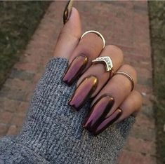 """Chrome nails or the """"Mirror"""" nail polish has been a huge trend this season! Check out these 25 shiny and chic chrome nails with How To guide and tips. Fabulous Nails, Gorgeous Nails, Pretty Nails, Perfect Nails, Hair And Nails, My Nails, Fall Nails, Glitter Nails, Metallic Nails"""