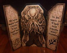throne_of_cthulhu_wood_burned_triptych_by_runehammer9-d8c3axb.jpg (1024×813)