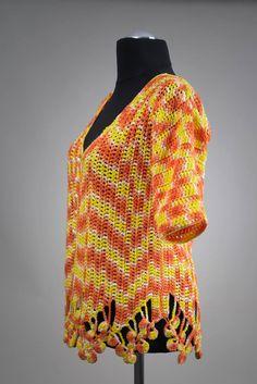 Quer gehäkelte Tunika mit Blütenrand. Material 100% Baumwolle. Passend für Größe 38-40