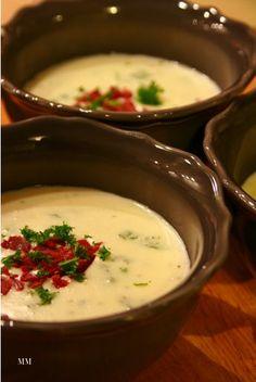 Savuporo-juustokeitto Testatusti hyvää! Feta, Good Food, Yummy Food, Cheese Soup, Cheeseburger Chowder, Food Inspiration, Soup Recipes, Mashed Potatoes, Food And Drink