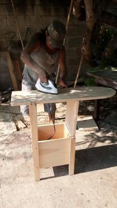 Indian jugaad using flask and and amazing creativity if you're interested more design open my Pinterest profile and follow me Folding Furniture, Space Saving Furniture, Home Decor Furniture, Furniture Decor, Handmade Furniture, Wood Shop Projects, Woodworking Projects Diy, Woodworking Plans, Diy Home Crafts