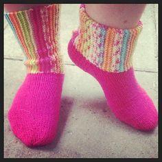 Tuula on nimennyt sukat Mielialasukiksi ja vain siksi, että niitä voi pitää joko noin pitkänä tai taitettuna. Itse tykkään taitetusta malli...