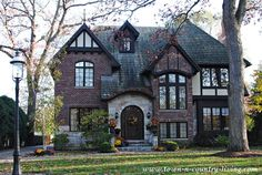 Maybe a cobblestone instead of a dark brick. Makes it look kind of haunted. haha - Tudor Houses 4 U Style At Home, Tudor Style Homes, Southern Style Homes, Cottage Homes, Tudor Cottage, House Goals, My Dream Home, Dream Homes, Old Houses