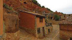 Visitando Anento, uno de los pueblos más bonitos de España Cabin, House Styles, Home Decor, Bonito, Homemade Home Decor, Cabins, Cottage, Decoration Home, Cubicle