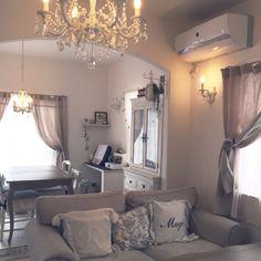chi-さんの、アール壁,アフタヌーンティー,グレージュ,フレンチ,塗り壁,リネンカーテン,IKEA,フレンチシック,シャンデリア,リビング,のお部屋写真