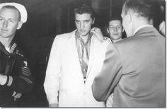★ Elvis ☆ - Elvis Presley Photo (32996553) - Fanpop