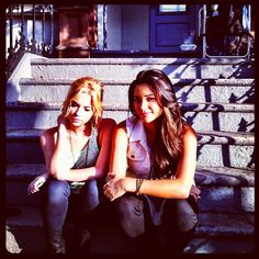 Ashley Benson and Shay Mitchell pretty Little Liars Emily and Hanna