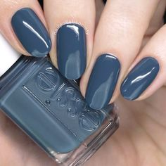 Spring 2018 Collection This shade of blue nail color is goals. Essie Spring 2018 Collection >> Nail Polish SocietyThis shade of blue nail color is goals. Blue Nail Polish, Essie Nail Polish, Blue Nails, My Nails, Nagellack Design, Nagellack Trends, Classy Nails, Trendy Nails, Nagel Hacks