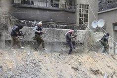El #asalto de las fuerzas #paramilitares afines al régimen del presidente #sirio, #Bashar al Assad, al barrio de #Jedeidet al Fadel, en #Damasco, podría haber causado alrededor de 250 muertos, según han denunciado distintas fuentes de la oposición citadas por el Observatorio Sirio para los Derechos Humanos.