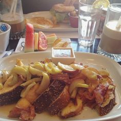 "Comment: ashleykcc said ""Just like old times!… #brunch earlier today on #MontRoyal at my favorite place. Ordered something new for once: #caramelized #apples with #frenchtoast and #bacon  #Montreal #MTL #food #yum"""