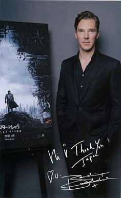 He draws hearts with his autographs.