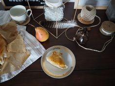Birnen-Ricotta-Strudel mit Filoteig | Skön och kreativ Strudel, Ricotta, Coffee Maker, Kitchen Appliances, Dessert, Pears, Creative, Diy Kitchen Appliances, Dessert Food