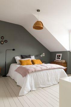 Chez Muriel, founder of Atelier du petit parc Relaxing Master Bedroom, Modern Master Bedroom, Home Bedroom, Bedroom Furniture, Bedroom Decor, Calm Bedroom, Bedroom Ideas, Budget Bedroom, Bedroom Designs