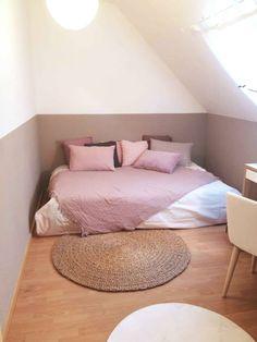 ASTUCE : en peignant le soubassement en une couleur plus foncée que la partie de la pièce rétrécie par la sous-pente, cela attire le regard et la pièce parait plus grande !