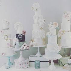 : @cottonandcrumbs #photo #delikat #beautiful #wow #kakebord #overthetop #detlilleekstra #dinbabyshower #babyshower www.dinbabyshower.no
