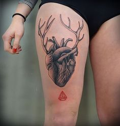 These are the 25 most artistic and original heart tattoos i& ever seen Cute Tattoos, Body Art Tattoos, New Tattoos, Sleeve Tattoos, Tatoos, Crazy Tattoos, Thigh Tattoos, Small Heart Tattoos, Heart Tattoo Designs