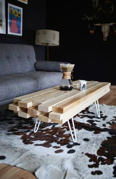 Wooden living room table build yourself - great DIY ideas for .- Wohnzimmertisch aus Holz selber bauen – tolle DIY Ideen zum Nachmachen coffee table made of wooden beams and metal frame in white - Coffee Table Alternatives, 2x4 Wood Projects, Diy Projects, Simple Wood Projects, Project Ideas, Design Projects, Home Furniture, Furniture Design, Business Furniture