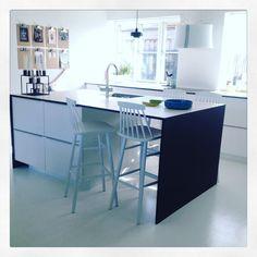 Tadaaa Four new bar chairs arrived this morning #barchair #barstol #kitchen #ikeakøkken #ikeakitchen #hth #peoplechair #peoplebarchair #barstolmedpinderyg #zederkof @zederkofdk #bolig #kitcheninspo #kitcheninspiration #køkkeninspiration #køkkenindretning #parcelhus #70erhus #70ervilla #epoxy #epoxyfloor #epoxygulv #deldithjem @interior4all #interior4all