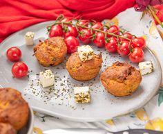 Sobald sommerliche Temperaturen Standard werden, hab ich nur noch Lust auf mediterrane – vor allem italienische – Küche. Es gibt Salate, Pasta in allen Variationen, Antipasti-Platten und Muffins zum Mittagessen. Selbstverständlich keine süßen Mini-Kuchen, sondern würzige wie zum Beispiel Käse-Basilikum-Muffins. Neu in meinem Rezepte-Sortiment sind jetzt auch Feta-Oliven-Muffins mit Pesto Rosso. Die Muffins sind soooo… Der Beitrag Feta-Oliven-Muffins mit Pesto Rosso   Mediterran Baked Potato, Feta, Muffins, Potatoes, Baking, Breakfast, Ethnic Recipes, Basil, Salads