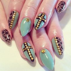 Claw nails. Teal and leopard almond shape