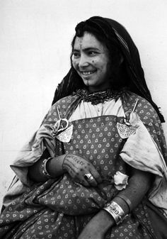 Africa | Berber woman from Tunisia.  ca. 1950 - 1965 | Photographer unknown