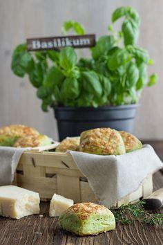 Scones mit Basilikum, Thymian und Parmesan