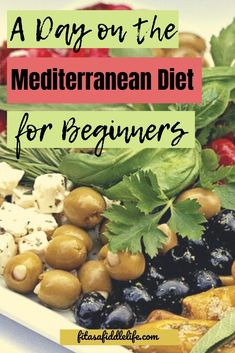 Wondering what a day on the Mediterranean Diet would look like? Take a look at - Wondering what a day on the Mediterranean Diet would look like? Take a look at 1200 calories. Medditeranean Diet, Med Diet, Diet And Nutrition, 1200 Calories, 1200 Calorie Diet, Very Low Calorie Diet, Low Carb, Easy Mediterranean Diet Recipes, Mediterranean Dishes