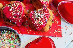 Romantic Valentine's Day Desserts Apricots and Chocolate Muffins Recipe, easy, basic muffins recipe, pink froasting, μάφινς, αγιου βαλεντίνου, συνταγή, ροζ γλάσο, σοκολάτα Valentines Day Desserts, Chocolate Muffins, Muffin Recipes, Fruit, Food, Chocolate Chip Muffins, Essen, Meals, Yemek