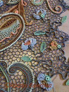 Crochet Lace Scarf, Crochet Pillow, Freeform Crochet, Crochet Art, Thread Crochet, Crochet Motif, Crochet Crafts, Crochet Flowers, Crochet Dresses