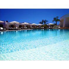 Relax and enjoy the sun at #casaranaresort #swimmingpool #salento