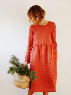 Orange brûlé loose fit robe en lin à manches longues. -------------------------------------------------------------------------------------------------------- A PROPOS DE: Cette robe à la main est très confortable et féminin. Fabriqué à partir de tissu en lin prélavé fabriqué localement et est parfait pour toutes les saisons. -------------------------------------------------------------------------------------------------------- DESCRIPTION: -Silhouette- -corps fit lâche plus élevé de ...