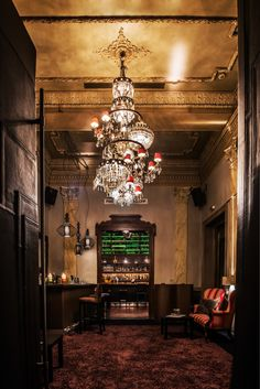 Χειμώνας- Balthazar Cafe Bar, Broadway Shows, Chandelier, Restaurant Ideas, Ceiling Lights, Shops, Beautiful, Eat, Home Decor