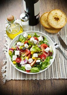 Receita de Salada Colorida. Essa receita de salada é um verdadeiro presente para quem pretende dar um toque especial à mesa.