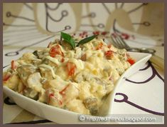 Chicken salad with mayonnaise and mushrooms Quick Meals, No Cook Meals, Cold Vegetable Salads, Crab Stuffed Avocado, Light Summer Dinners, Helathy Food, Cottage Cheese Salad, Salad Dishes, Romanian Food