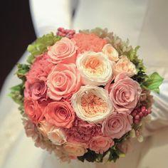 1772718cb9274 Mauve pink roses bouquet 大人可愛く上質感のある人気カラー 「モーヴピンク」 少しくすみがかった落ち着いたピンクで  スタイリッシュな大人花嫁に演出    サンパウ ...