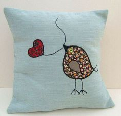 applique bird cushion Here's The best way to Use It to Boost Your Quilt's Wow Factor. Applique Cushions, Sewing Pillows, Diy Pillows, Decorative Pillows, Sewing Appliques, Applique Patterns, Applique Designs, Free Motion Embroidery, Embroidery Applique
