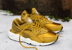 """Looking for an all star Huarache for your rotation ladies? Check out the Nike WMNS Air Huarache """"Bronzine""""."""