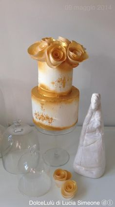 Gold love. Wafer paper flowers
