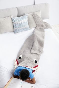Just when I thought I couldn't be any more obsessed with Bernat Blanket Yarn, Yarnspirations does it again with this fun and cute Shark Snuggle Sack! Just in time for Shark Weektoo! A cross between a blanket and sleeping bag, this crochet snuggle sack keeps you warm and cozy with a awesome design that makes …