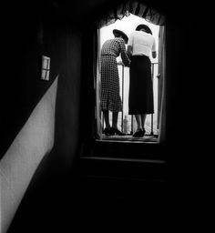 hauntedbystorytelling: Bill Brandt :: Eva and Lyena on the balcony, 1934 / more [+] by this photographer Matching image by Bill Brandt here Bill Brandt Photography, Old Photography, Street Photography, Portrait Photography, People Photography, Inspiring Photography, Heart Photography, Fashion Photography, Man Ray