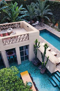 ♥ love this blue tile outdoors!!