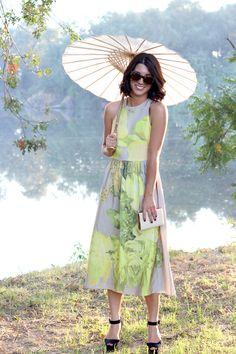 parasol stroll