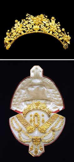 AN ANTIQUE GOLD PARURE.