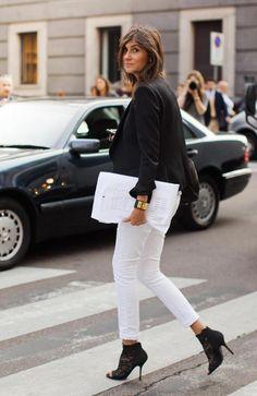 White skinny jeans with black blazer Emmanuelle Alt Streetstyle 2012 How To Wear White Jeans, White Jeans Outfit, White Pants, White Denim, Black White, White Skinnies, White Chic, White Style, White Lace